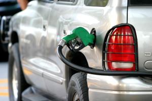 MƒXICO, D.F., 28DICIEMBRE2007.- Se prevŽ que la gasolina aumente dos centavos mensualmente a partir del primero de enero de 2008, hasta alcanzar un alza del 5.5% segœn la reforma hacendaria que aprob— el Senado. FOTO: ISAAC ESQUIVEL/CUARTOSCURO.COM